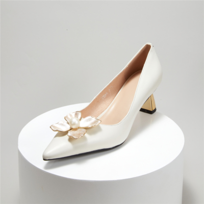 Pointed Toe Metal Low Heel Pearls Flower Buckle 2021 Bridal Shoes