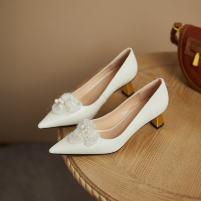 Pointed Toe Metal Low Heel Pearls Flower Buckle 2021 Bridal Shoes